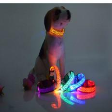 "Blinkende LED Hundehalsband ""Leopard"" Stil in 2 Größen"