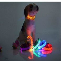 "Collare ""leopardo"" lampeggiante LED per cane disponibili in 2"