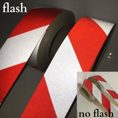 Fita refletiva autocolante de advertência zebrada vermelha e branca