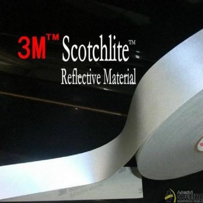 Banda reflectante plateada para costura de la marca 3M™, serie