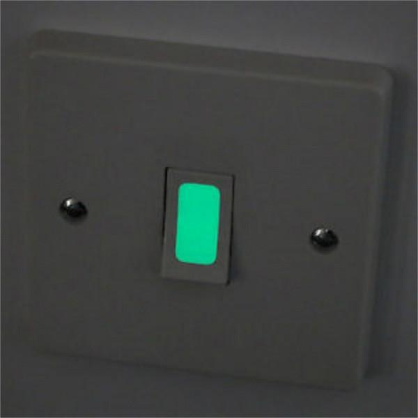 Lichtschalter Klebstoff phosphoreszierende Leucht leuchtet im ...