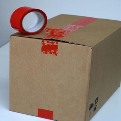 Cinta adhesiva roja con precinto de seguridad para embalaje