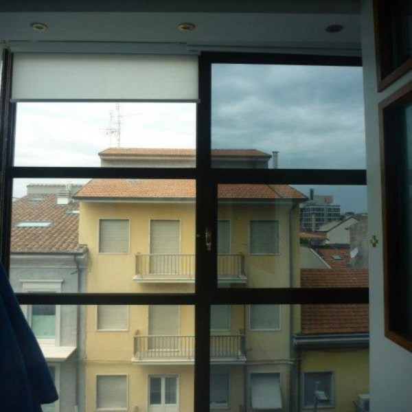 Pellicola oscurante nero antigraffio per finestre casa o - Pellicole oscuranti per finestre ...
