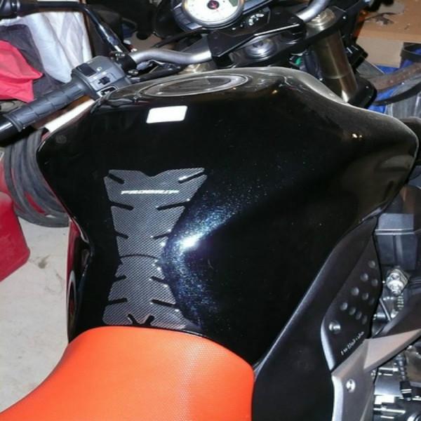 Protector para dep/ósito de Fibra de Carbono Color Negro