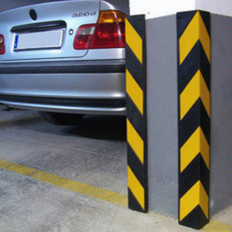 Protector de esquinas reflectante en caucho para garajes y