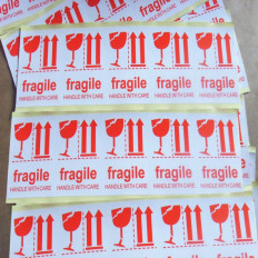 "50 Adhesive Labels ""FRAGILE, Handle with care"" - 8x6cm"