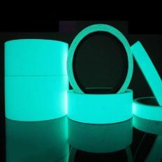 Fita adesiva fosforescente filme luminescente brilha no azul escuro