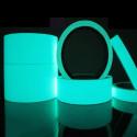 Cinta adhesiva azul aguamarina fosforescente y luminiscente que se enciende en la oscuridad