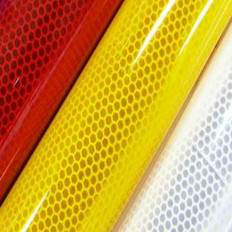 Pelicula adesiva refletiva em alta intensidade em material PET