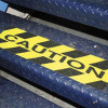 """Adesivo antiscivolo giallo con scritta nera """"CAUTION"""""""