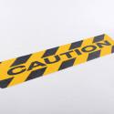 """Adesivo antiscivolo giallo-nero con scritta """"CAUTION"""", evita cadute o scivoloni"""