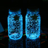 Vidro de grão de brilho fluorescente que brilha no escuro para a decoração