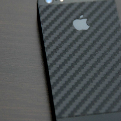 Funda adhesiva en carbono negro para iPhone 5/5S/SE de la marca