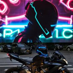 """Kit led adesivo per casco da motociclista in stile """"TRON"""" a 6 colori con batteria"""