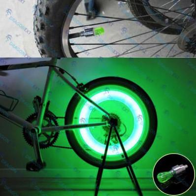Tampa roda Valve Caps 2 verde LED com baterias de motocicleta UNIVERSAL carro bicicleta
