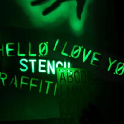 Vernice spray fosforescente luminescente che si illumina al buio in 2 colori